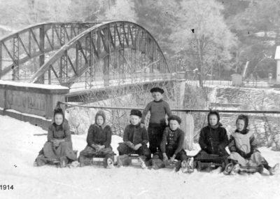 Kinder an der Balduinsteiner Brücke 1914