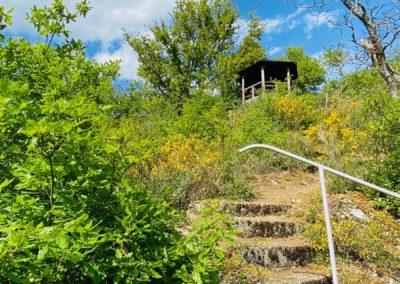 Stufen unter dem Aussichtstempelchen
